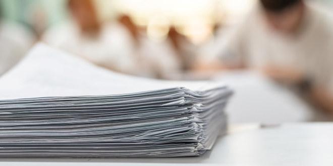 Illustrasjonsbilde av bunke med papirer