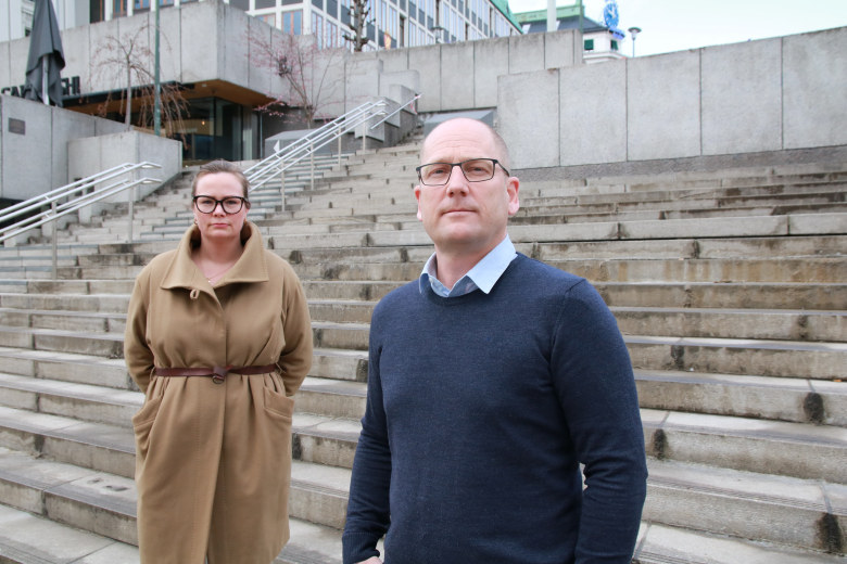Silje fra Sykepleierforbundet og Steffen Handal foran årets lønnsoppgjør med KS